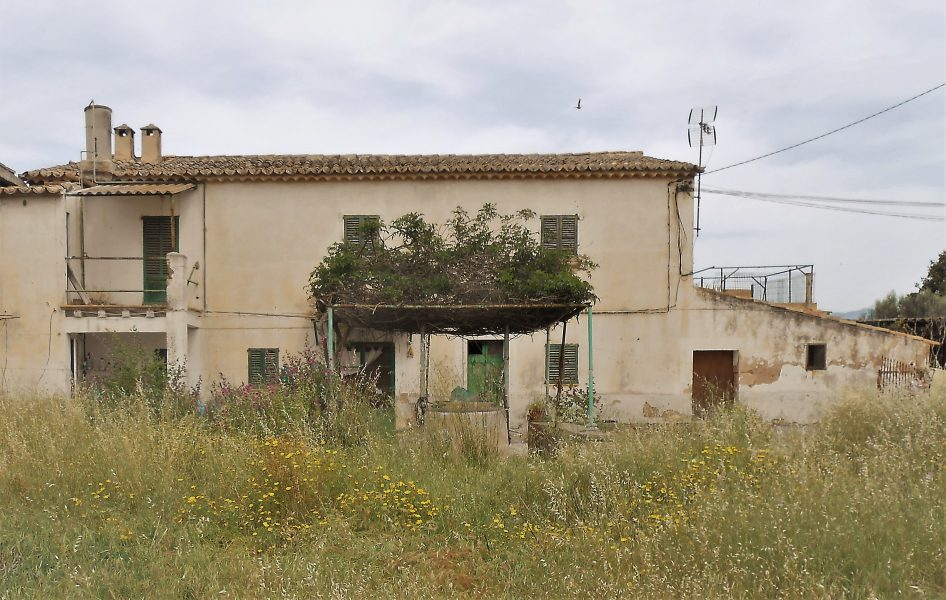 Rustic farmhouse to reform plus 3 building lots in Palma