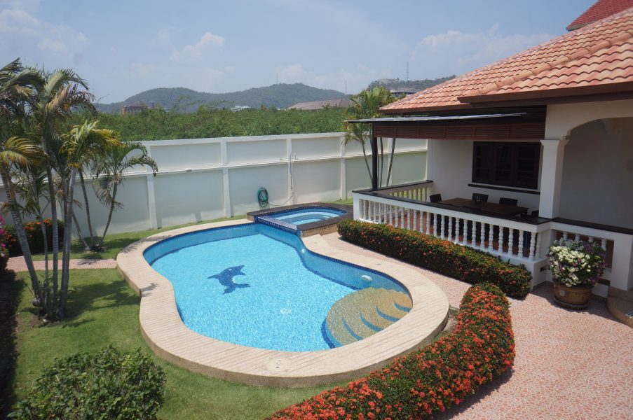 Spacious fully furnished Pool Villa in a amazing location
