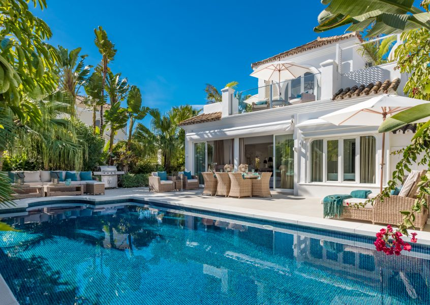 STUNNING BEACHSIDE VILLA ON THE GOLDEN MILE