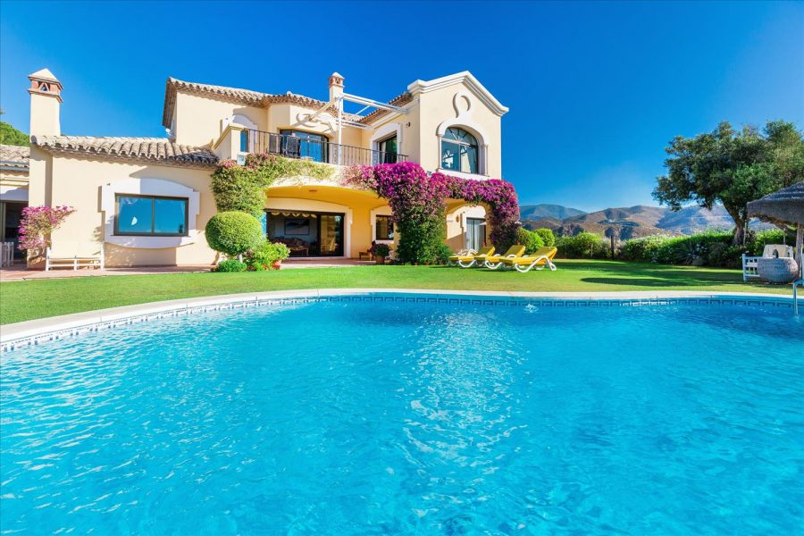 Marbella: 6 bedroom Villa, indoor pool, Sea views