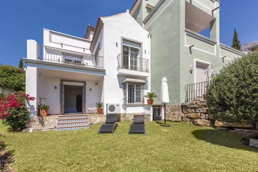 Beautiful house on Marbella's Golden Mile with sea views