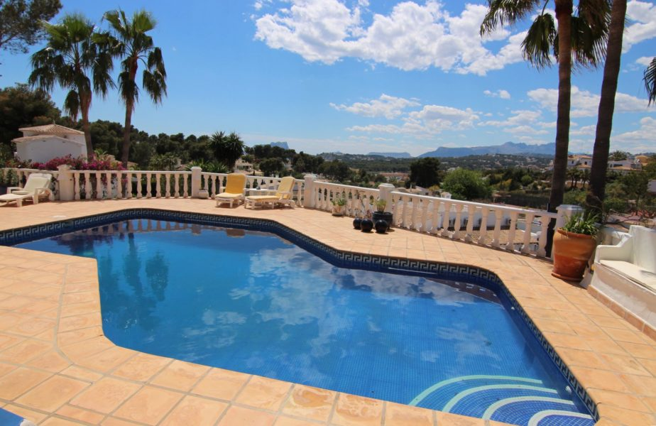 Stylish villa close to the town centre of Moraira