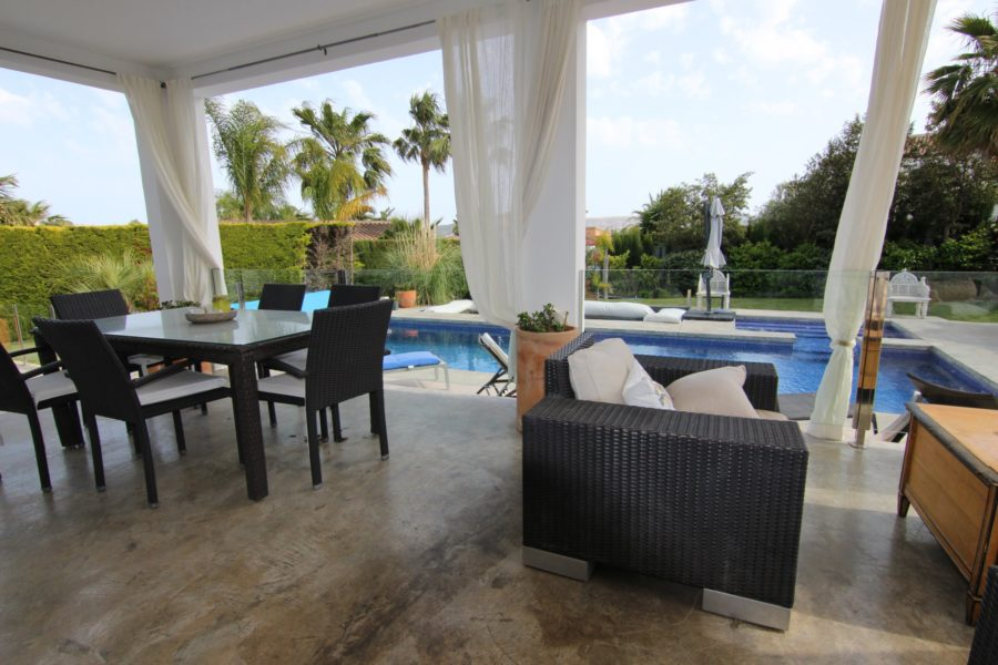Stunning villa for sale in Montgo Valls